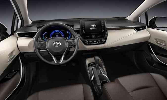 Modelo ganhou discretas modificações no acabamento interno, como nas maçanetas na cor prata(foto: Toyota/Divulgação)