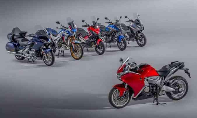 A Honda VFR 1200F, importado para o Brasil, foi a primeira moto do mundo com câmbio de dupla embreagem(foto: Honda/Divulgação)