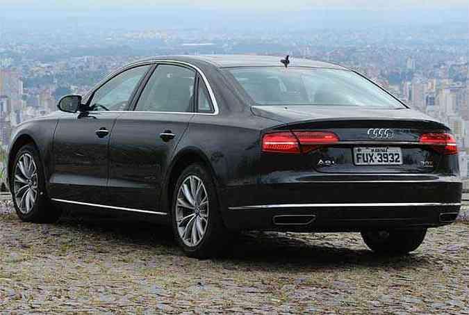 Linhas limpas sem rebuscamento dão mais refinamento ao grandalhão da Audi, que mantém a elegância, apesar das dimensões(foto: Euler Junior/EM/D.A Press)