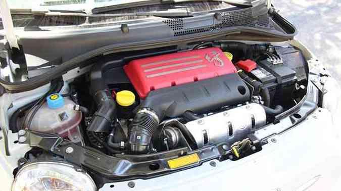 Com cobertura vermelha, motor 1.4 gera 135cv de potência(foto: Marlos Ney Vidal/EM/DA Press)