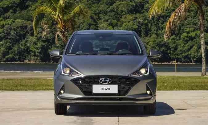 A grade dianteira ganhou novo desenho interno e moldura em preto brilhante(foto: Hyundai/Divulgação)
