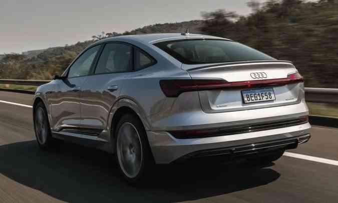 Detalhe interessante na traseira estilo cupê é a ausência das saídas do escapamento(foto: Audi/Divulgação)