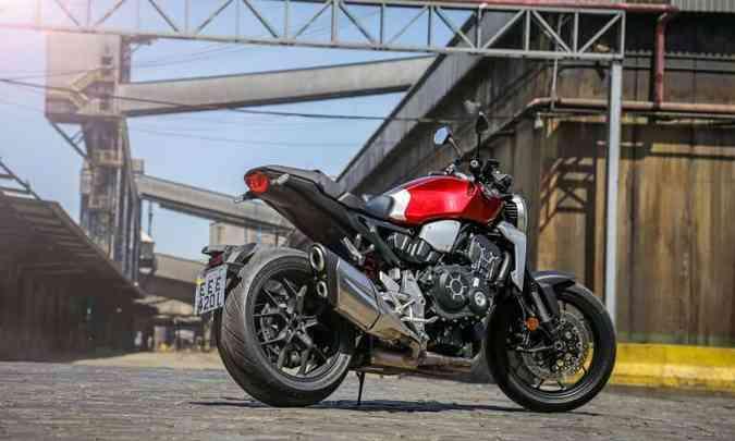 O motor tem quatro cilindros em linha e mais torque em giros mais baixos(foto: Caio Mattos/Honda/Divulgação)