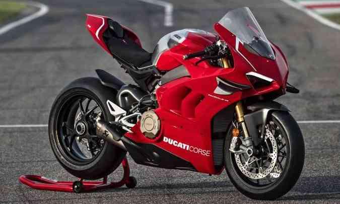 O motor, batizado de Desmosedici Stradale, fornece de 221cv a 234cv, com o kit de competição(foto: Ducati/Divulgação)