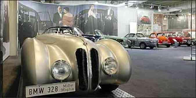 O 328 cabriolet, apresentado como protótipo em 1936, é um dos destaques do acervo da BMW: foi o primeiro a ter motor com cabeçote de liga leve de série(foto: Fotos: BMW/Divulgação)