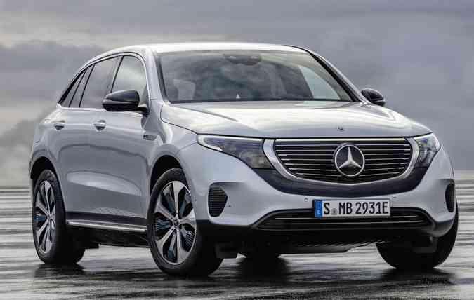 Desenho do EQC difere dos outros SUVs da alemã, com sua carroceria peculiar. Foto: Mercedes-Benz/Divulgação(foto: Mercedes-Benz/Divulgação)