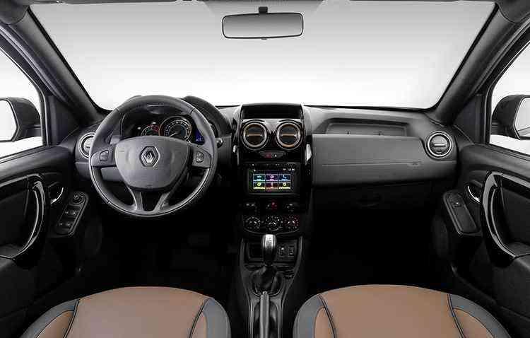 Carro tem sistema MediaNav com tela sensível ao toque de 7