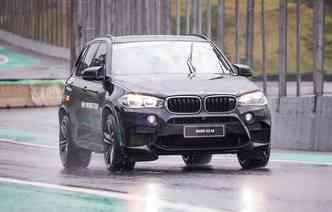 Modelo já está disponível por mais de meio milhão de reais(foto: BMW / Divulgação)