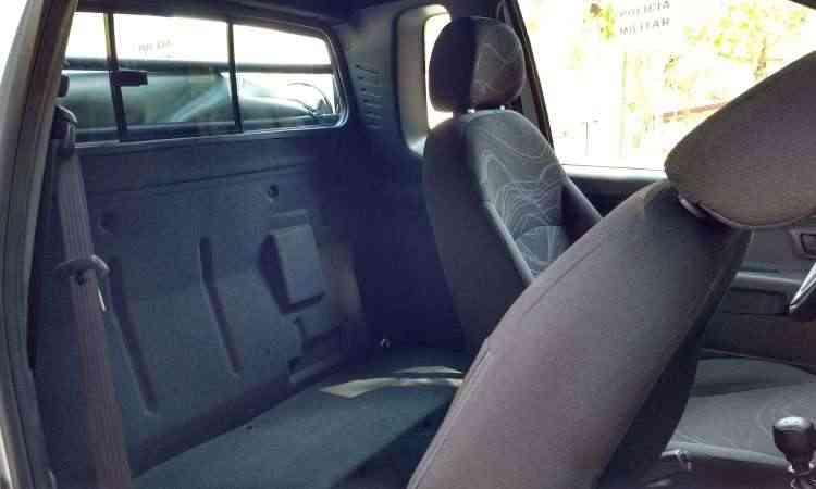 O interior da Fiat Strada entrega a idade avançada do projeto - Pedro Cerqueira/EM/D.A Press