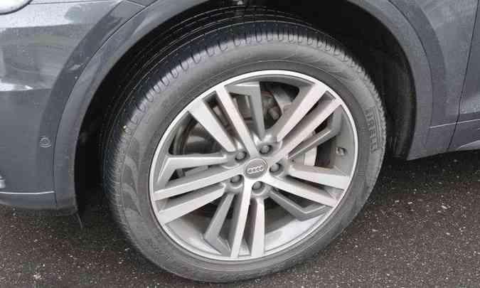 A versão topo de linha tem rodas de liga leve de 20 polegadas e pneus na medida 255/45(foto: Juarez Rodrigues/EM/D.A Press)
