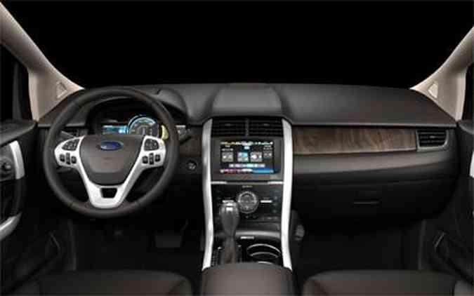 O habitáculo é um mostruário tecnológico: telas LCD, sistema touch screen e iluminação ambiente(foto: Ford/Divulgação)
