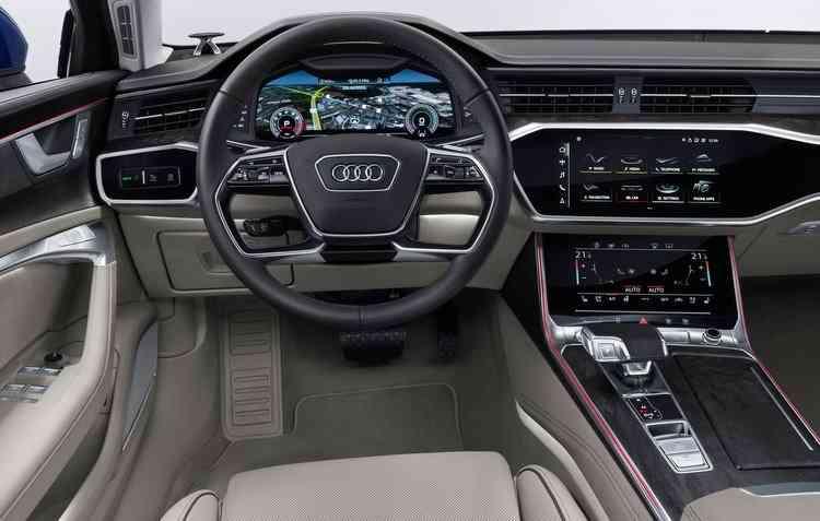 Interior do novo Audi conta com três telas. Foto: Audi / Divulgação -