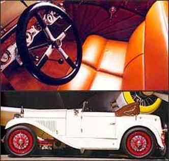Interior tem acabamento luxuoso e bancos que parecem poltronas. Rodas raiadas deixam à mostra sistema de freio servo-assistido nas quatro rodas