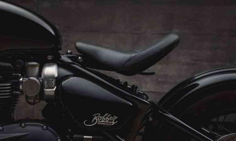 O assento único deixa o conjunto traseiro em destaque e pode ser regulado - Gustavo Epifânio/Triumph/Divulgação