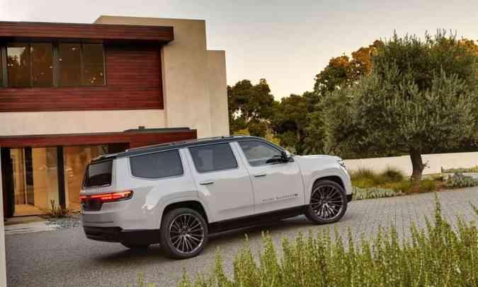 Grande área envidraçada também remete ao modelo clássico(foto: Jeep/Divulgação)