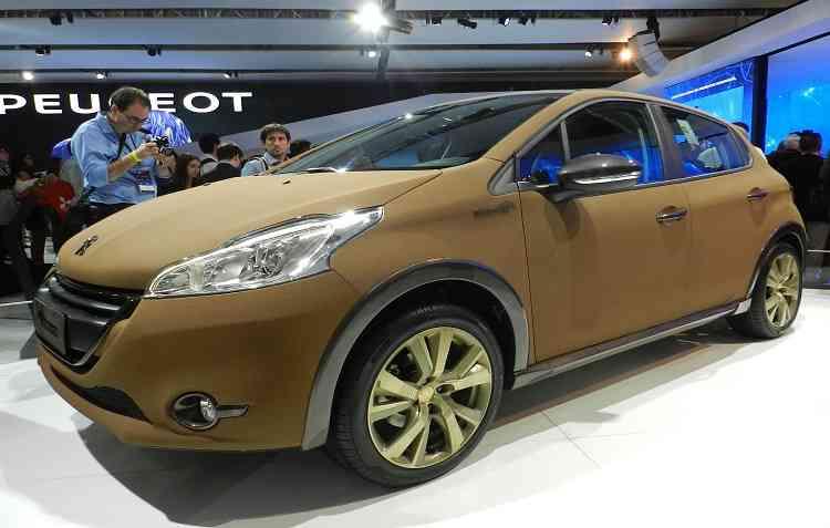 Hatch de entrada da Peugeot inspira modernidade desde 2015, com teto panorâmico. Foto: Luciana Morosini / DP -