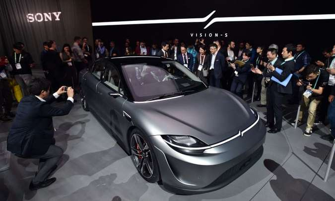 Responsável pelo console Playstation, a Sony apresentou o veículo conceito Vision-S(foto: Robyn Beck/AFP)