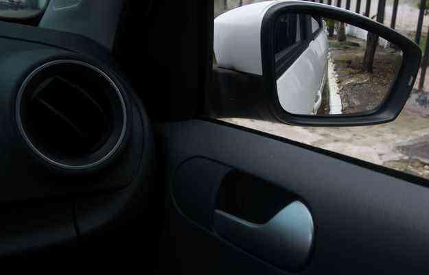 Retrovisor com Tilt-Down facilita a vida do condutor - Jo Calazans/Esp.DP/DA Press