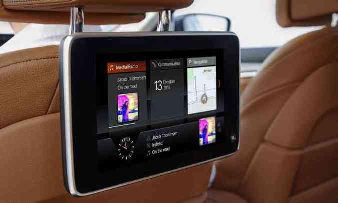 Mimos a bordo incluem a primeira integração sem fio ao Apple Car Play usada por um fabricante(foto: BMW/Divulgação)
