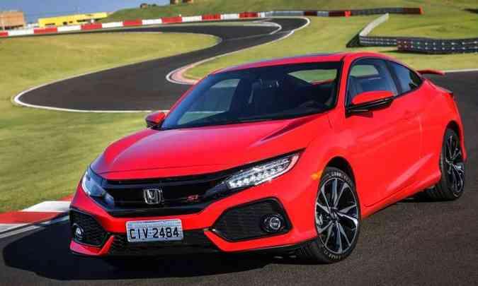 Os destaques na dianteira são os faróis full LED, o spoiler e a grade pintada de preto(foto: Honda/Divulgação)