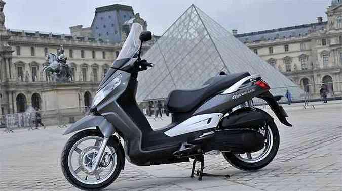A arquitetura da Cidade Luz é um chamariz a mais para rodar de scooter(foto: Fotos: Dafra/Divulgação)