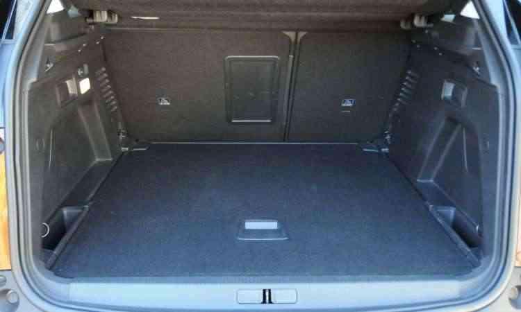 Porta-malas é espaçoso, com 453 litros de volume - Paulo Filgueiras/EM/D.A Press
