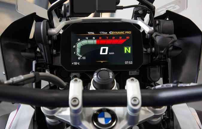 Painel TFT tem uma tela de 6,5 polegadas, com alta definição. Foto: BMW / Divulgação