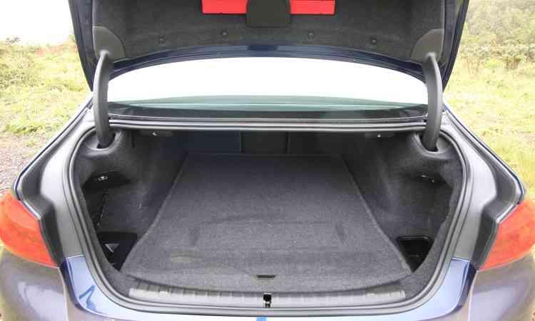 Obrigatoriedade do estepe reduz capacidade do porta-malas de 530l para 390l - Edésio Ferreira/EM/D.A Press