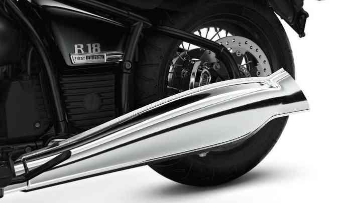 O escapamento mais largo e cromado se destaca na lateral do modelo(foto: BMW/Divulgação)