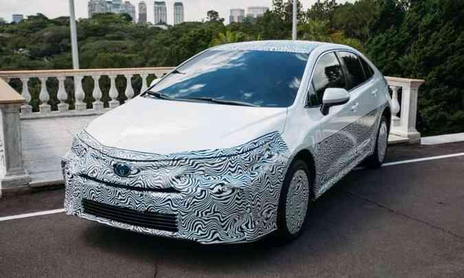 12ª geração do Toyota Corolla levemente 'mascarada'(foto: Toyota/Divulgação)