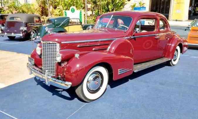 (foto: Cadillac V16 1939)