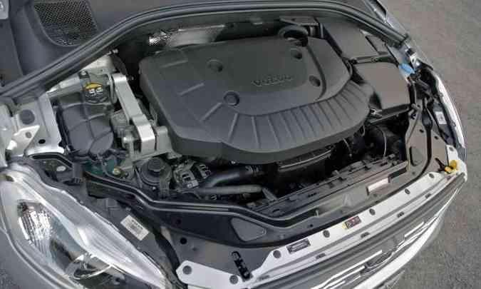 Motor turbo de 2.4 litros é de cinco cilindros, tem potência de 223cv e torque de 44,8kgfm(foto: Llorente & Cuenca/Volvo/Divulgação)