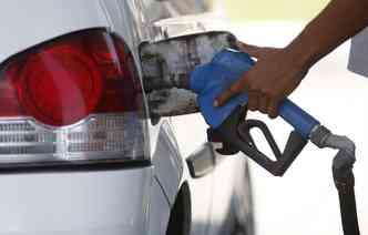 Desde a última quarta-feira, quando a gasolina chegou a R$ 6, abastecer é luxo. Foto: Rodrigo Silva / Esp. DP