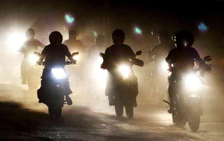 Pilotar durante a noite requer cuidado e luzes de faróis em bom funcionamento  - PAULO PAIVA / DP / D.A PRESS