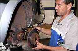O disco de freio deve ter espessura mínima para garantir segurança nas frenagens - Marlos Ney Vidal/EM/D. A Press - 23/11/05
