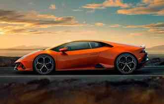 Esportivo recebeu atualizações de assistentes de pilotagem e aerodinâmica, além de leves mudanças no visual. Foto: Lamborghini / Divulgação