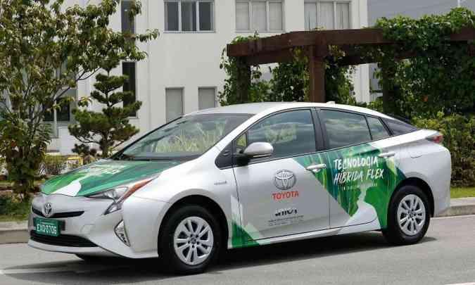 O Toyota Prius foi lançado em 1997 e foi o primeiro modelo híbrido da marca vendido no Brasil(foto: Toyota/Divulgação)