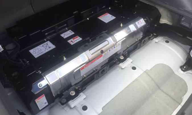 As baterias estão concentradas na parte baixa do porta-malas(foto: Enio Greco/EM/D.A Press)