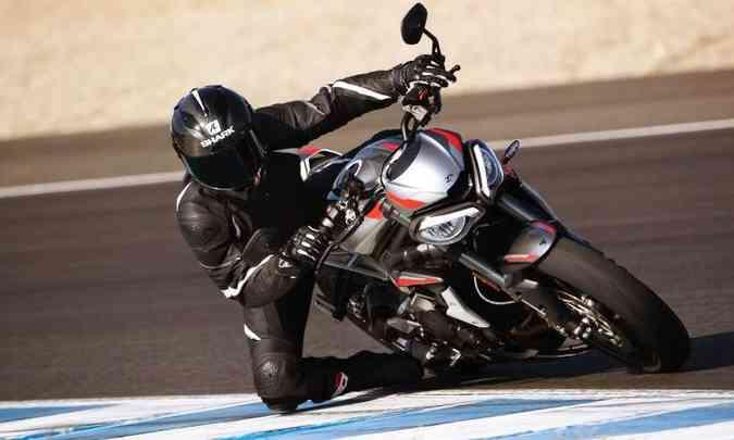 No modo Rider é possível personalizar, ajustando a resposta do acelerador, as configurações do sistema de freios ABS e dos níveis de intervenção do controle de tração(foto: Fotos: Triumph/Divulgação)