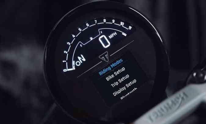 O painel pode espelhar o celular, via Bluetooth(foto: Triumph/Divulgação)