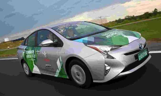 A Toyota já testa no Brasil o sistema híbrido flex em um protótipo do Prius(foto: Toyota/Divulgação)