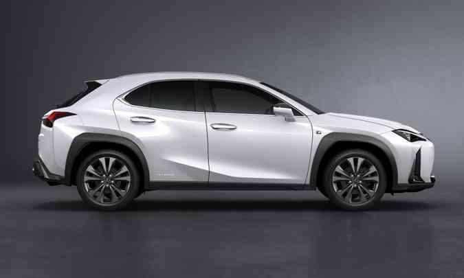 Porte é o de um SUV com jeitão de cupê, mas as linhas são bastante peculiares(foto: Lexus/Divulgação)