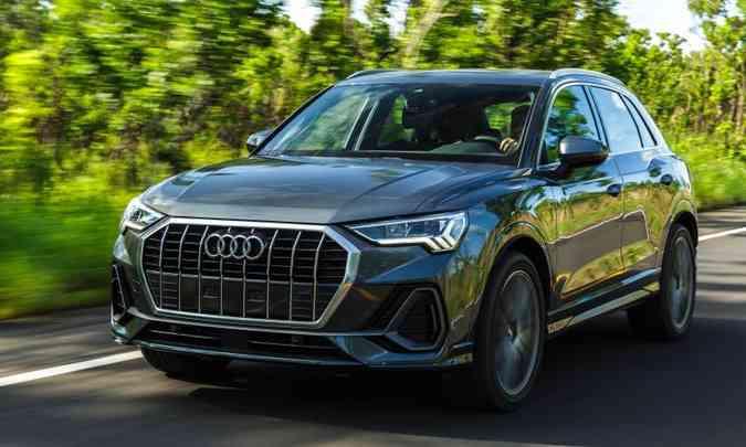 Inicialmente, a Audi traz a segunda geração do Q3 importada, mas o modelo deve ser nacionalizado. Agora construído sobre a plataforma MQB, o utilitário-esporivo médio ganhou em espaço. O motor 2.0 turbo tem duas opções de desempenho, com 190cv ou 245cv de potência.(foto: Audi/Divulgação)