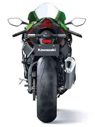 As suspensões foram recalibradas com garfo Showa BFF invertido de 43mm na dianteira e sistema nono ajustável na traseira(foto: Kawasaki/Divulgação)