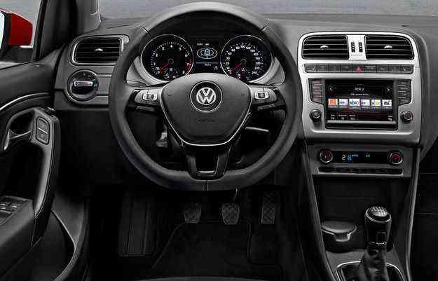 No interior, carro ganhou volante de três raios, sistema multimídia com tela sensível ao toque de 6,5 de polegadas, Bluetooth com audio streaming e GPS - Volkswagen/Divulgação