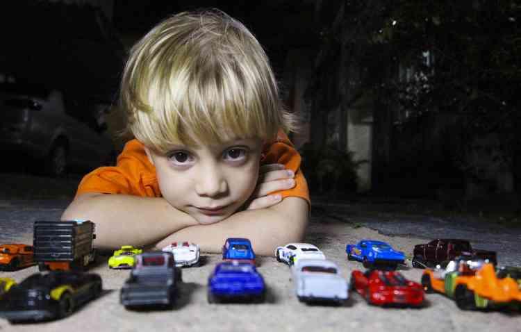 O pequeno Fernando herdou a paixão e o carro do pai. Apesar de não poder dirigir, o amor pelo Fusca é grande  -