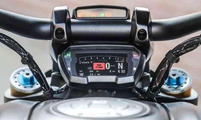 O painel em tela TFT colorida pode espelhar o celular(foto: Ducati/Divulgação)