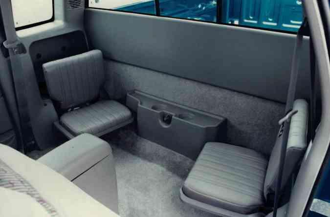 ... além de dois banquinhos escamoteáveis na traseira(foto: Chevrolet/Divulgação)