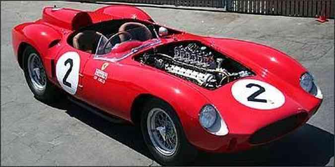 Modelo não foi um grande vencedor nas competições, mas passou pelas mãos de famosos pilotos nas décadas de 50 e 60, como o americano Phil Hill, integrante da escuderia Ferrari, e Richie Ginther(foto: Reprodução da Internet/supercars.net - 11/10/06)