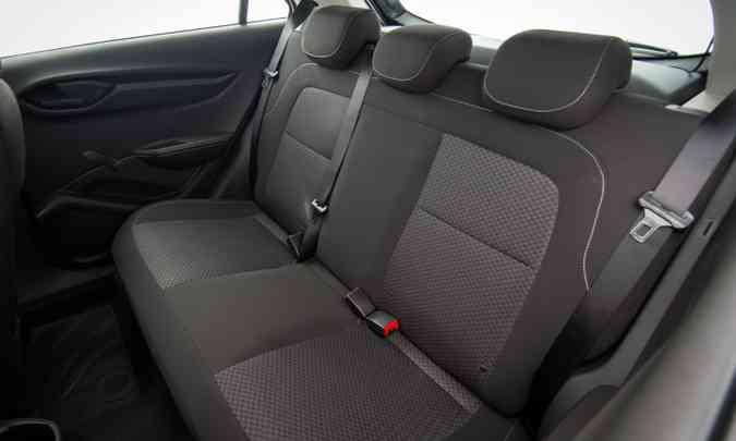 Onix agora oferece cinto de segurança de três pontos e apoio de cabeça para todos os ocupantes(foto: Chevrolet/Divulgação)